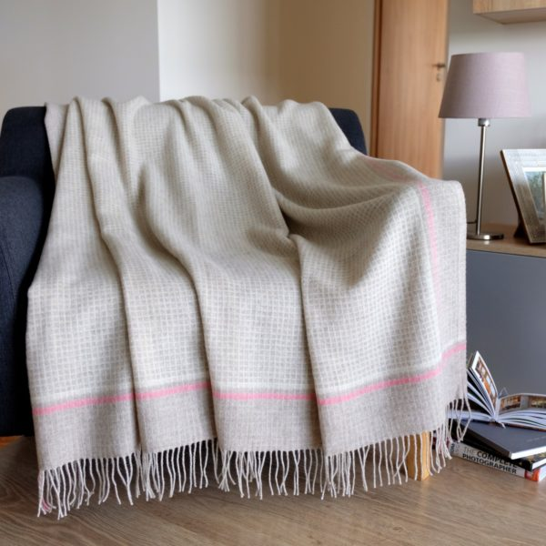 Luxury Extra Soft Sofa Bed Throw / Blanket MOSAIC - 100% FINE MERINO WOOL (140 x 200cm, Pink)