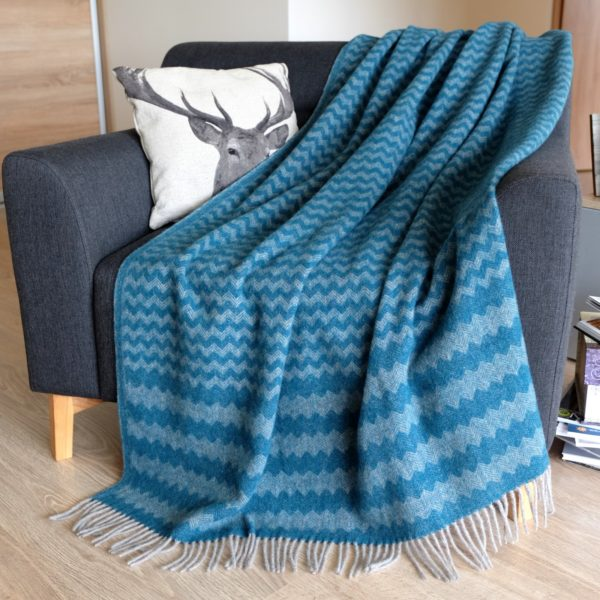 Luxury Extra Soft Sofa Bed Throw / Blanket MELODY (Green, NEW ZEALAND WOOL)