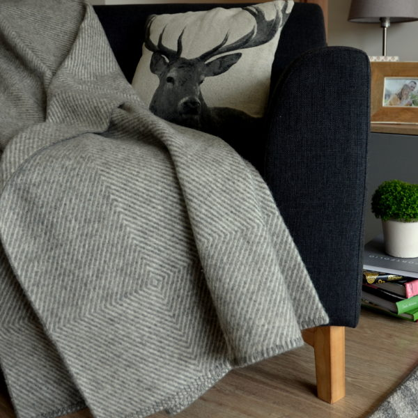 Linen & Cotton Luxury and Stylish Rough Wool Sofa Bed Throw / Blanket ICELAND- 100% WOOL (140 x 200cm, Gray)
